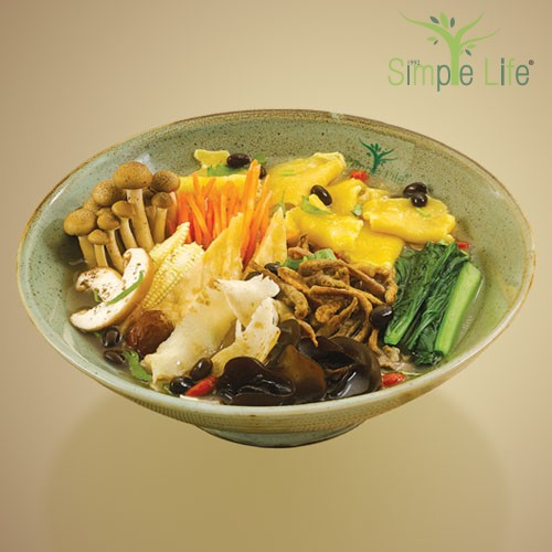 Organic Mee Hoon Kueh with Organic Black Bean Soup / 有机黑豆汤面粉粿