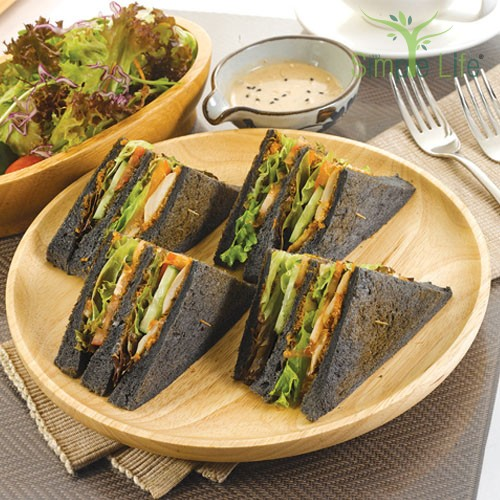 Simple Life Charcoal Sandwiches with Green Salad / 简易乐活竹炭三文治 + 绿叶蔬菜沙拉